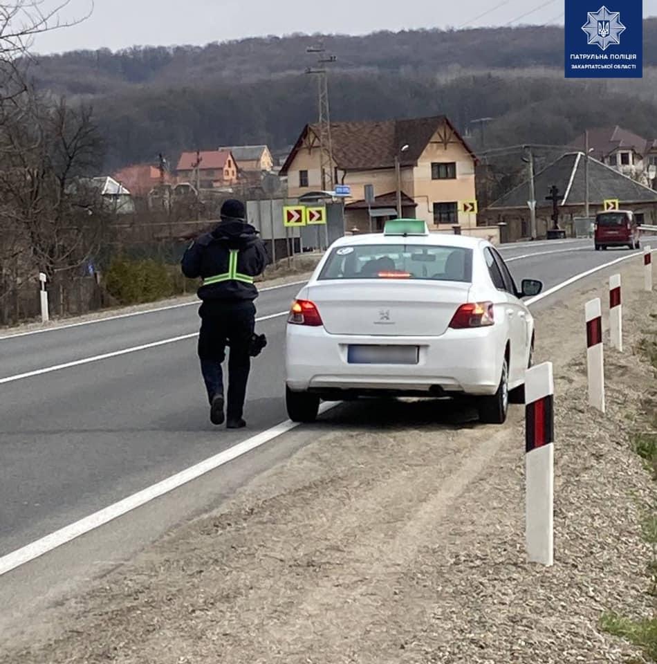 Протягом попереднього тижня патрульні притягнули до відповідальності 60 водіїв таксі за нехтування правилами дорожнього руху.