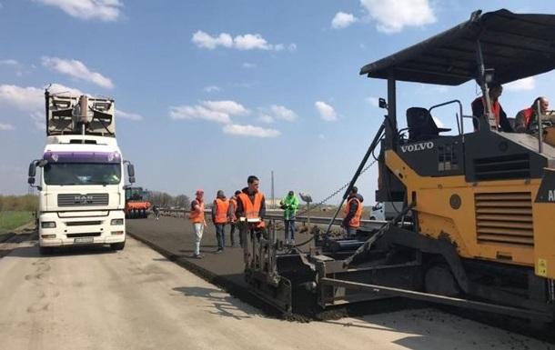 Влада підвищила вимоги до якості асфальту при будівництві автомагістралей. Спеціальні технології підвищать щільність і рівність покриття.