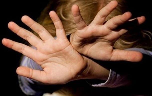 Поки мама постраждалої була на кухні, учень восьмого класу зґвалтував її маленьку дочку. Поліція вже затримала підлітка.