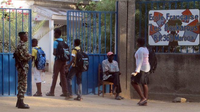 В Камеруні зі школи викрали майже 80 дітей