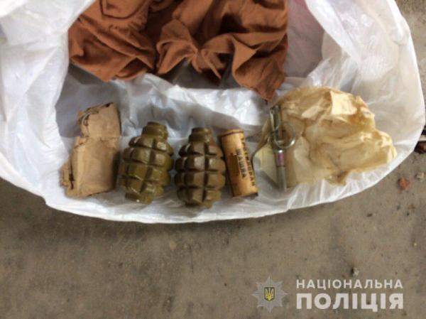 У вчиненні протиправних дій обгрунтовано підозрюється житель Ужгорода, який намагався незаконно продати дві гранати