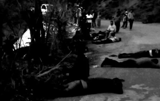У Мексиці перекинулася фура з мігрантами: 25 загиблих