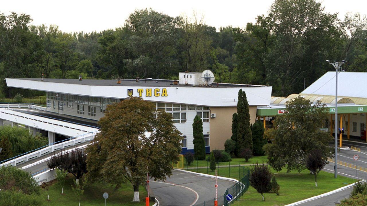 У пункті пропуску «Тиса» на кордоні з Угорщиною в Закарпатській області станом на 12.00 утворилася черга зі 10 автомобілів.