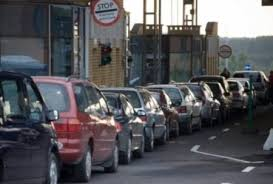 Загалом на кордонах в чергах стоять 190 транспортних засоба.