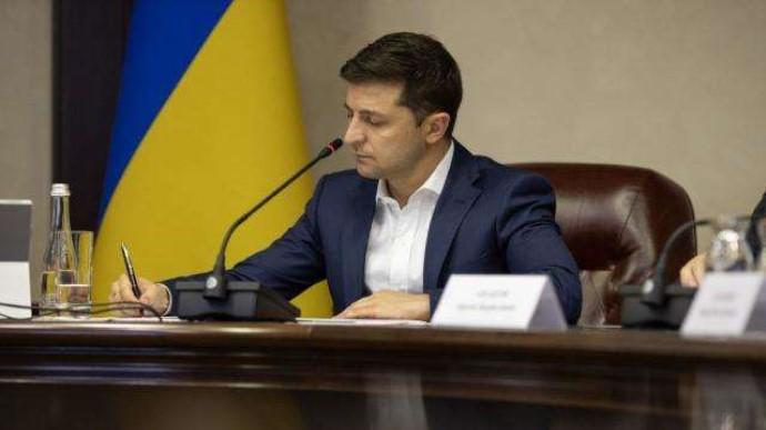 Президент України Володимир Зеленський погодив рішення Ради національної безпеки і оборони про санкції проти народного депутата Віктора Медведчука.