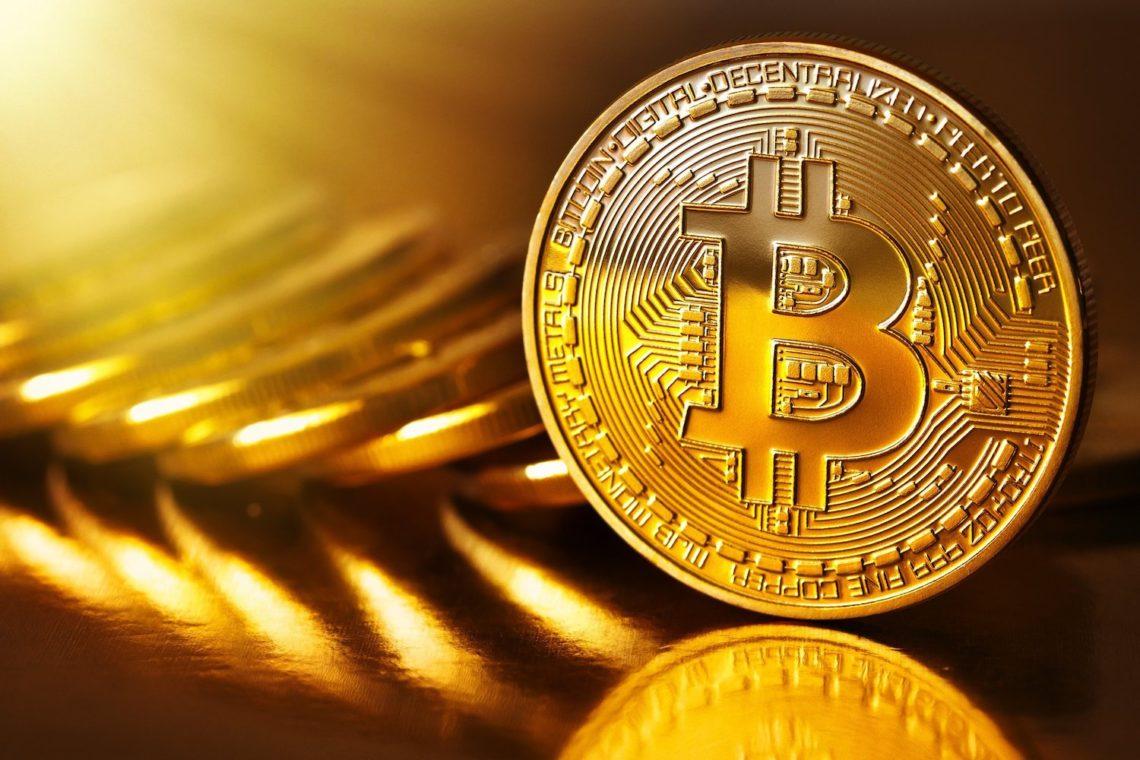 Криптовалюта Bitcoin подорожчала на 15% після різкого падіння на тлі її масштабного розпродажу.