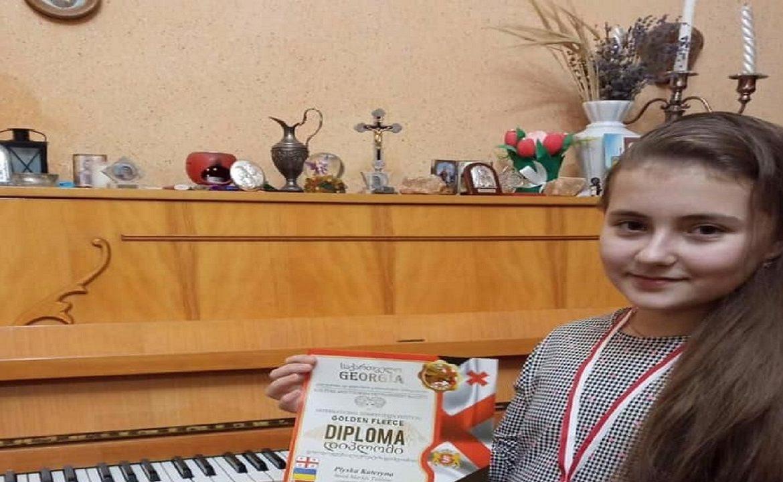 Юна мукачівська піаністка, вихованка дитячої школи мистецтв Катерина Плиска виборола І місце Міжнародного фестивалю мистецтв.