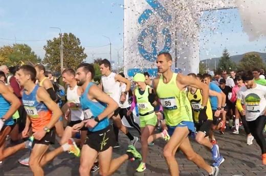 Масштабний біговий захід Half Marathon пройшов у Мукачеві, в якому взяло участь понад 300 учасників.