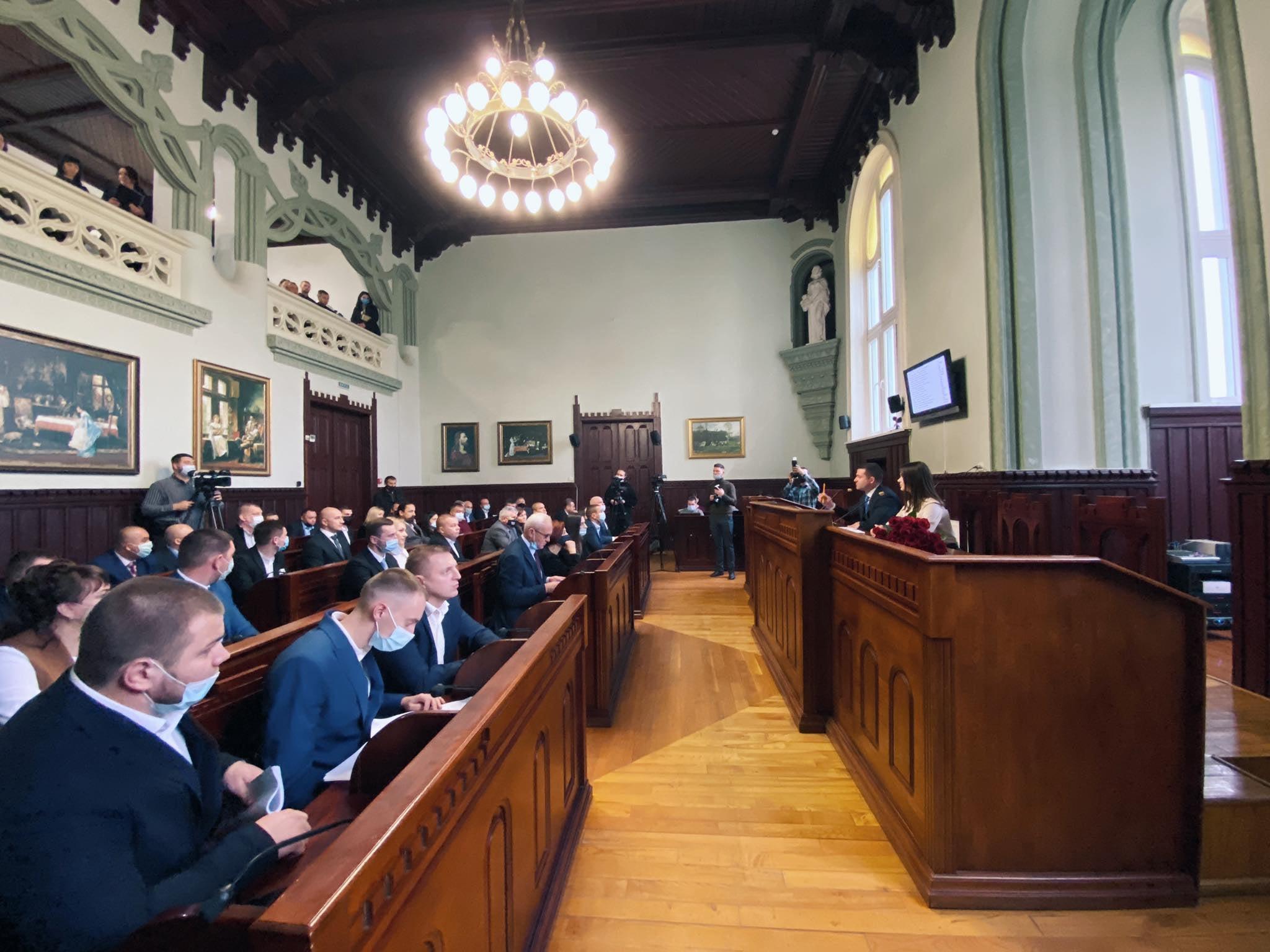 Рішення «Про утворення постійних комісій Мукачівської міської ради» створено депутатами міськради.