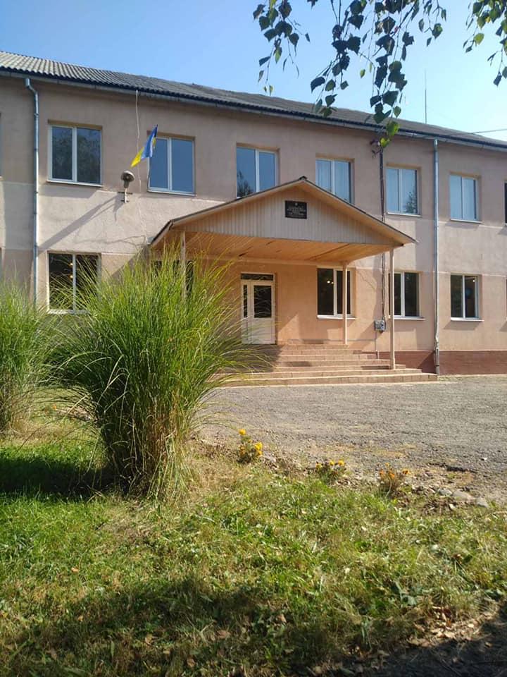Сьогодні, 22 вересня, близько 12.50 години до поліції надійшло повідомлення про замінування загальноосвітньої школи у селищі Кольчино Мукачівського району.