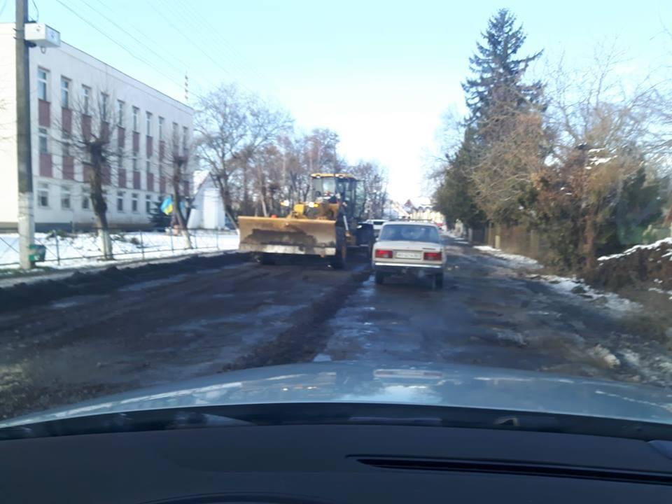 У соцмережах шоковані асфальтуванням дороги на Виноградівщині в перші дні січня (ФОТО)