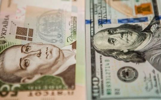 На відкритті міжбанку американський долар в покупці подорожчав на 3 копійки, в продажу — на 3 копійки.