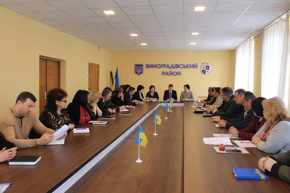 Районні служби інформували про виконання плану заходів із запобігання занесенню та поширенню на Виноградівщині вірусу COVID-19.
