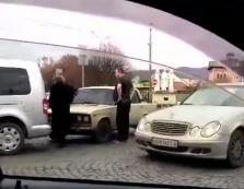 """ДТП у Мукачеві: один автомобіль """"наздогнав"""" інший"""