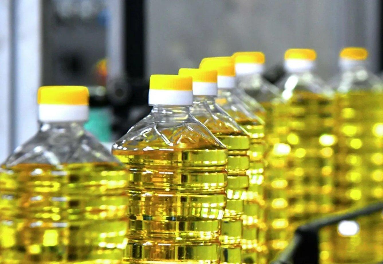 Недавно в мережі показали ціни на українську соняшникову олію, яка на полицях Чеських супермаркетів вартує  35 гривень, а в Україні та сама олія коштує близько 60 гривень за літр.