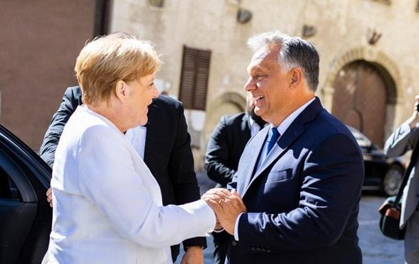 В Угорщині відбулись заходи, присвячені 30-річчю масового виїзду громадян Німецької Демократичної Республіки на Захід. В урочистостях взяли участь лідери Німеччини та Угорщини.