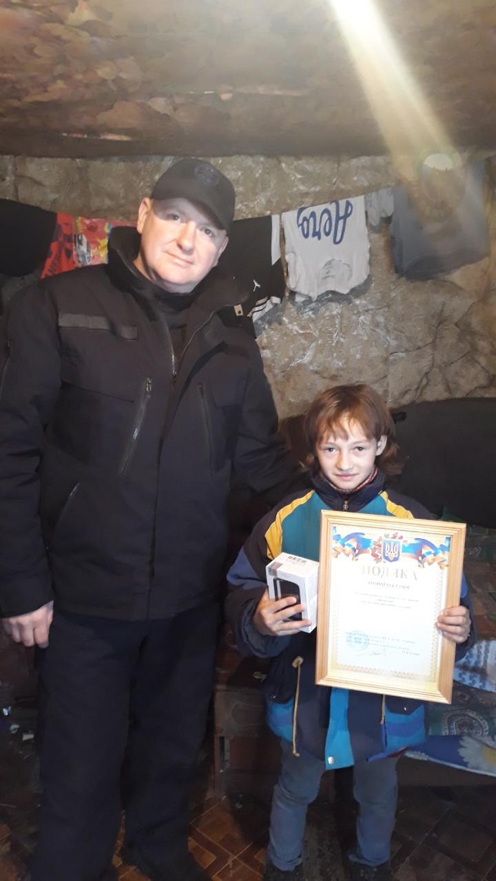 Дівчинка із Рахівщини отримала відзнаку за порятунок дітей з палаючого будинку