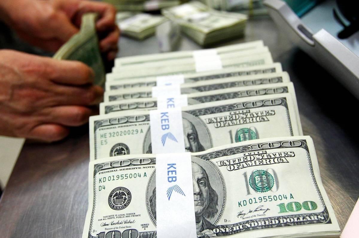 Національний банк України сьогодні, вранці 25 червня, встановив курс гривні до долара США на рівні 27,45 грн/дол.