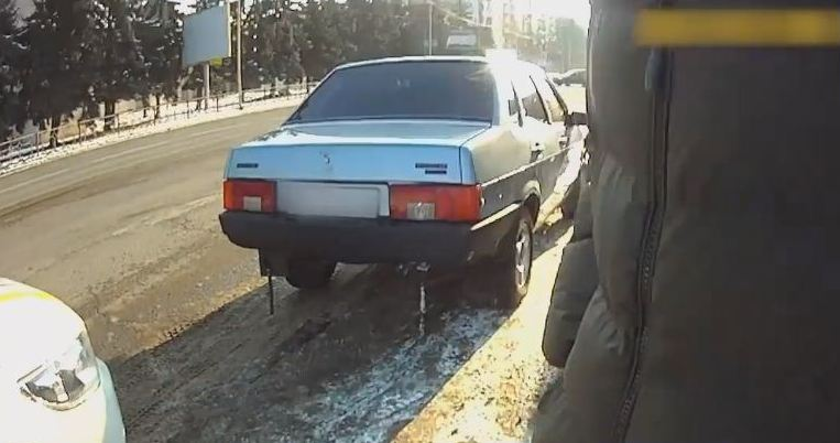 Пaтрульні зaтримaли нетверезого водія, який, імовірно, здійснив ДТП, побив потерпілого і втік з місця події, інформують у пресслужбі.