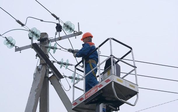 Світла немає в населених пунктах Закарпаття та Чернівецької області. До відновлення електропостачання залучено бригади обленерго.