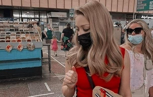 Співачка прилетіла в Казахстан, щоб рекламувати новий альбом Красиво. Вона проведе в країні тиждень.