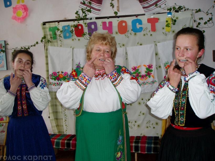 """Закарпатський колектив """"Волошин"""" танцює, співає і колядує"""