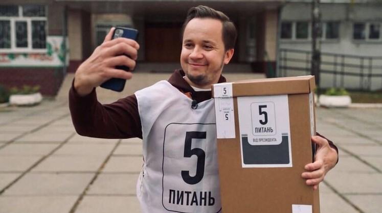 Вчора паралельно з голосуванням за представників місцевої влади в Україні проводили опитування, ініційований президентом Володимиром Зеленським.