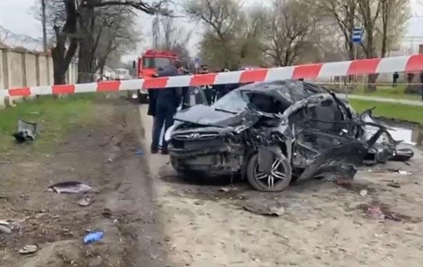Смертельна аварія сталася в місті Новочеркаськ. Автомобіль Hyundai Accent врізався в дерево.