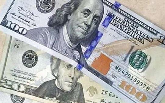 Сьогодні до закриття міжбанку американський долар у купівлі і в продажу подешевшав на 6 копійок.