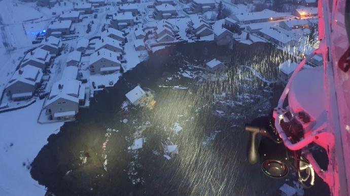 В результаті масштабного зсуву ґрунту на півдні Норвегії постраждали декілька людей, 15 осіб вважаються зниклими безвісти.
