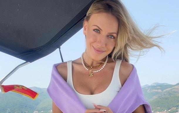 Телеведуча похвалилася знімками з відпочинку в курортній Чорногорії. Вона постала у відвертому вбранні.