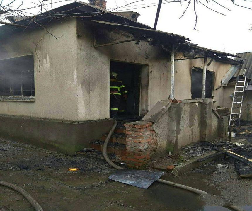 Про пожежу в житловому будинку 70-річної мешканки с. Чепа по вул. Добровольців повідомлення надійшло до Служби порятунку о 10:56.