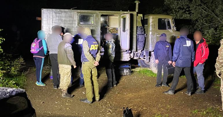 За сприяння в контрабанді цигарок судитимуть військовослужбовця Мукачівського прикордонного загону.