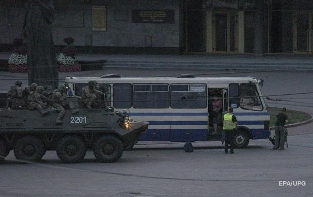 Спецназ на броневике задействовали для перестраховки согласно процедуре таких ситуаций, говорит министр.