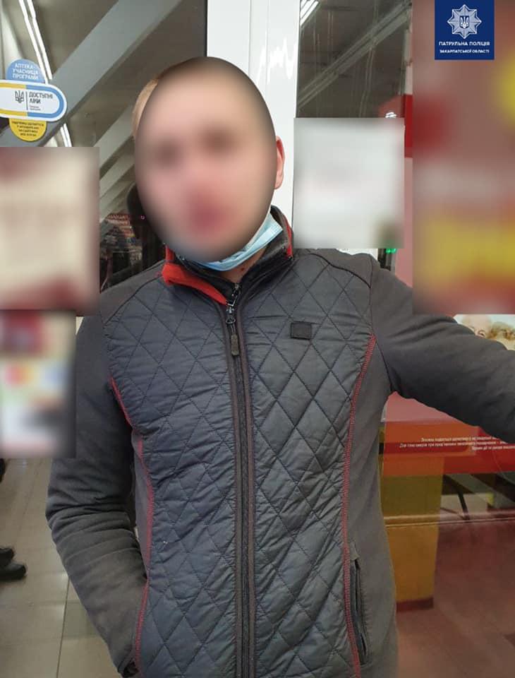 Вчора ввечері, патрульним надійшов виклик про крадіжку в одному із супермаркетів Ужгорода.
