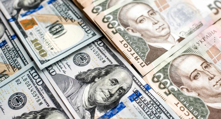 Офіційні курси долара і євро зросли після того, як напередодні впали до мінімуму майже за рік.