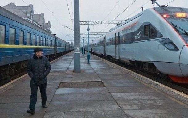 В ближайшие три дня «Укрзализныця» будет выполнять ряд специальных рейсов в «красную» карантинную зону.