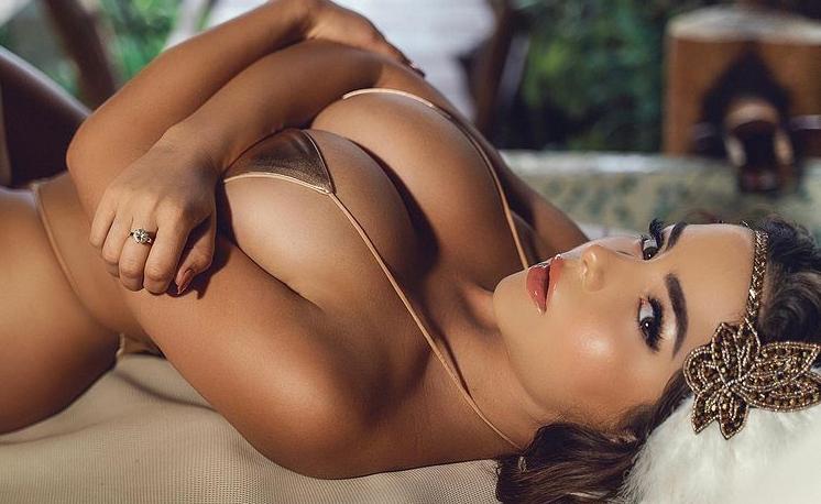 Пишногруда британська модель Демі Роуз розбурхала уяву шанувальників новим гарячим фото.