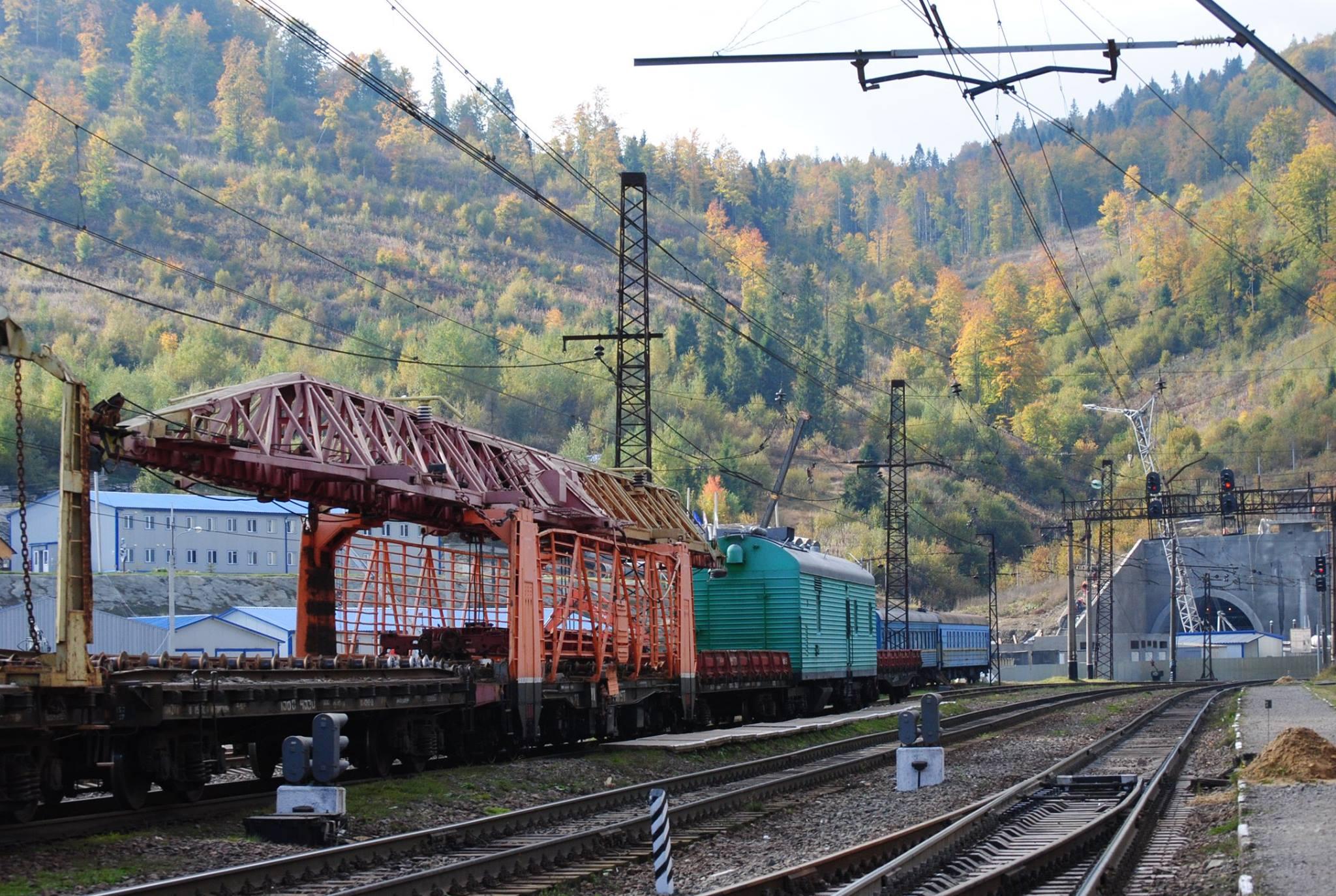 Першим через новий тунель в Карпатах проїде вантажний потяг до Словаччини