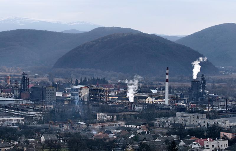 Працівники поліції Закарпатської області відреагували на повідомлення мешканців Перечинського району щодо випадків забруднення місцевого каналу відходами лісохімічного комбінату.