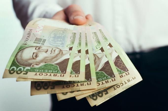 Під час карантину, який продовжено до 11 травня, українці отримають грошову допомогу у розмірі 3 тисяч гривень.