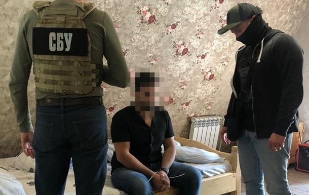 Затримані нелегали перевіряються на причетність до можливого скоєння злочинів на території України та за кордоном.