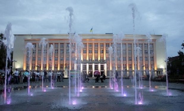 Днями в Ужгороді на площі Народній нарешті відкрили фонтан 3ceeacaa47a98