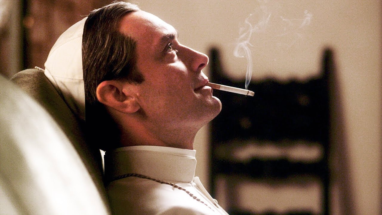 Поправки к законопроекту о запрете рекламы курения предлагают запретить показ фильмов с курительной сценой.