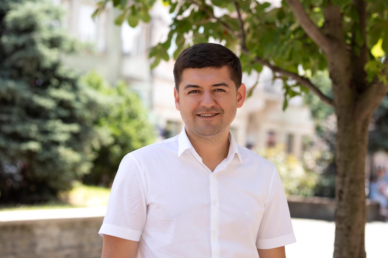 Моя поява у політичному середовищі Закарпаття та окрузі 69 у якості кандидата в народні депутати України від пропрезидентської партії «Слуга народу» була несподіванкою для багатьох.