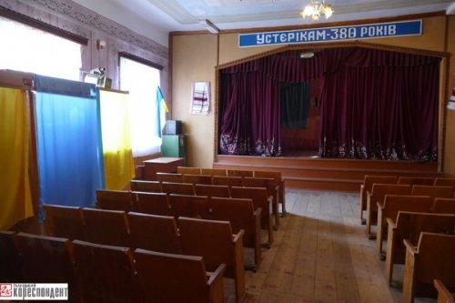 В одном из сел Ивано-Франковской области на выборы не пришел ни один избиратель. Жители больше не желают входить в состав ОТГ и считают решение об объединении общества незаконным.