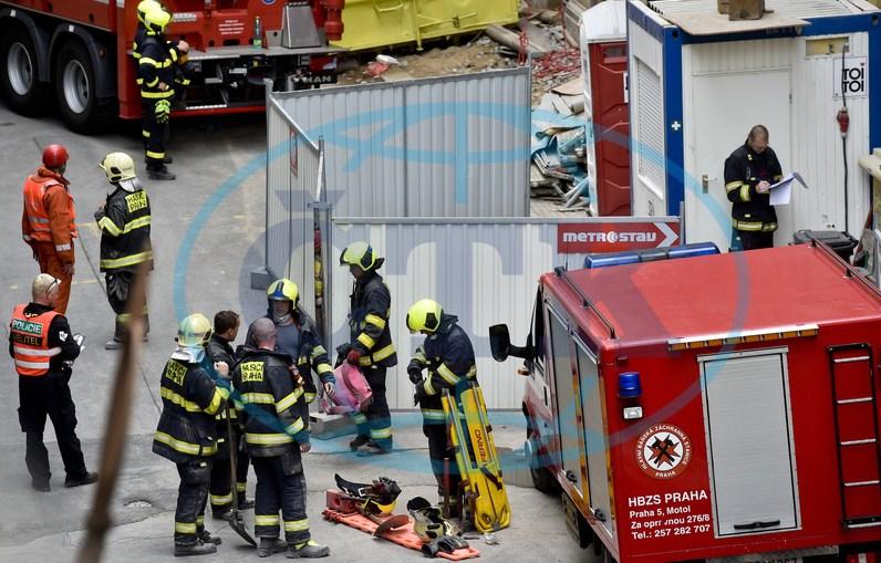 У Празі троє заробітчан із Закарпаття опинились під завалами будівлі, отримали серйозні травми