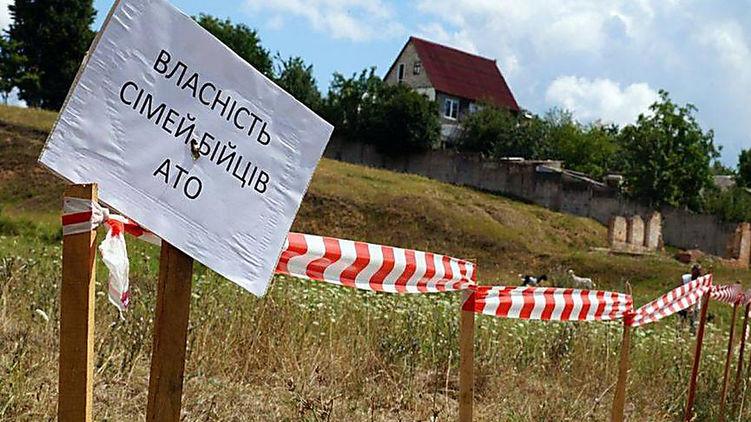 Напередодні відкриття ринку землі в Україні розкручується нова схема по безкоштовній або майже безкоштовній приватизації належних кожному українцеві двох гектарів.