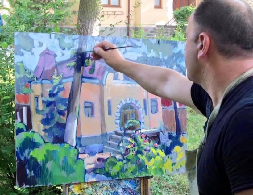 Автор – постійний учасник обласних, всеукраїнських та міжнародних виставок та мистецьких проєктів.