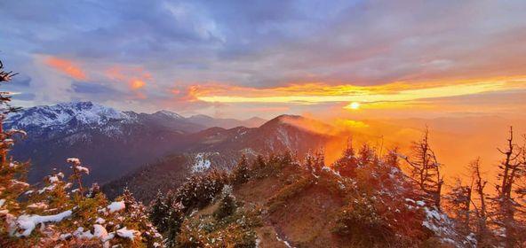 В мережі показали казковий захід сонця в горах Рахівщини (ФОТО)